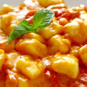 Gnocco di patata con salsa di pomodoro pachino e basilico